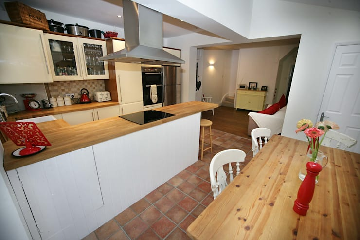 Extension : modern Kitchen by A1 Lofts and Extensions