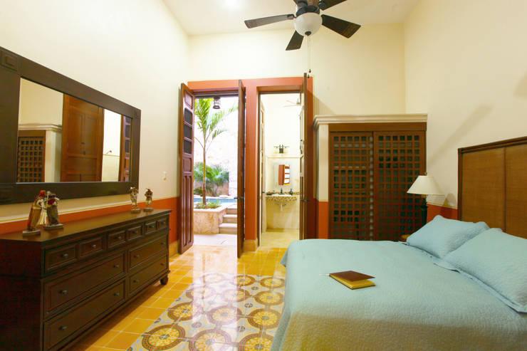 Dormitorios de estilo  por Arturo Campos Arquitectos