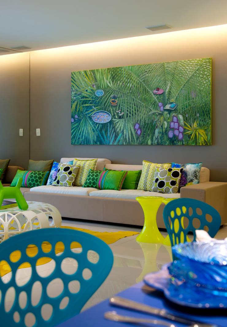 Apartamento Guarujá - São Paulo: Salas de estar modernas por Brunete Fraccaroli Arquitetura e Interiores