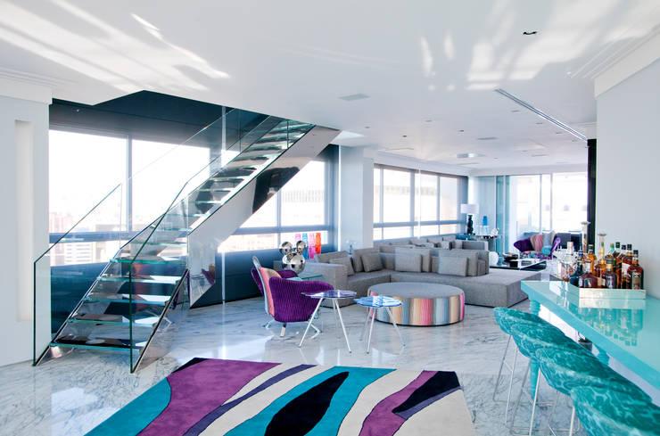 Salas de estilo clásico por Brunete Fraccaroli Arquitetura e Interiores