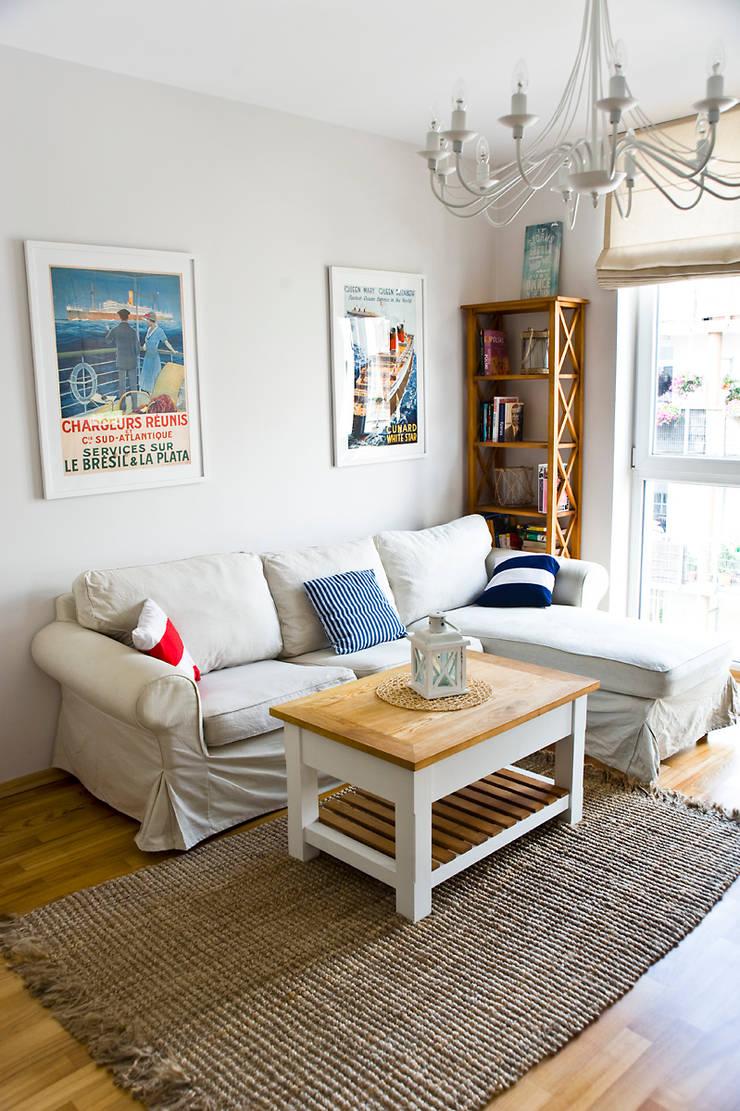 Mieszkanie letnie.: styl , w kategorii Salon zaprojektowany przez Miśkiewicz Design,