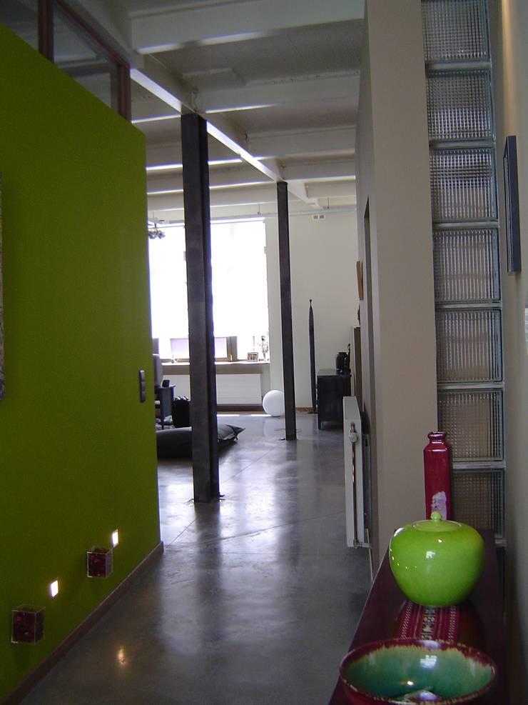 Entrée: Couloir et hall d'entrée de style  par Olivier Dubucq
