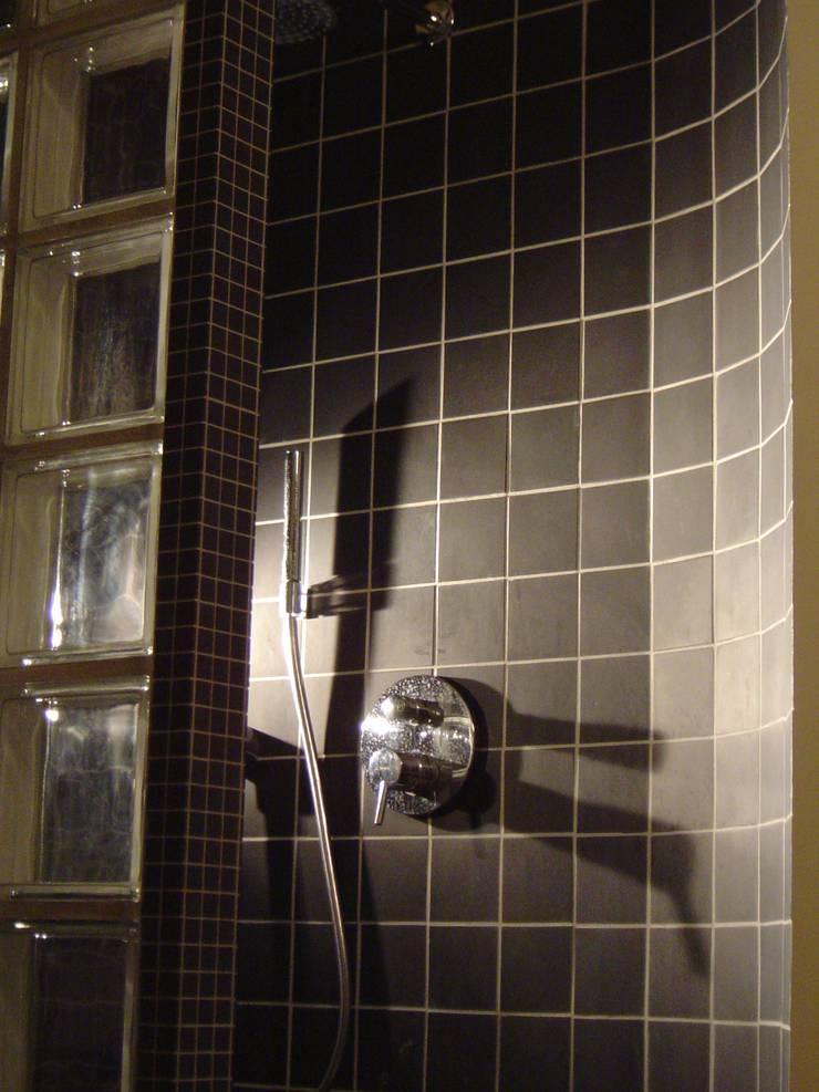Douche: Salle de bains de style  par Olivier Dubucq