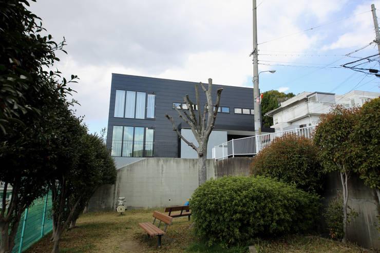 S邸ガレージハウス: 一級建築士事務所・スタジオインデックスが手掛けた家です。