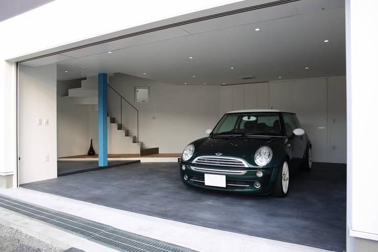Y邸ガレージハウス: 一級建築士事務所・スタジオインデックスが手掛けたガレージです。