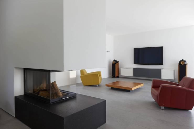 Haus_W:  Wohnzimmer von Fachwerk4 | Architekten BDA