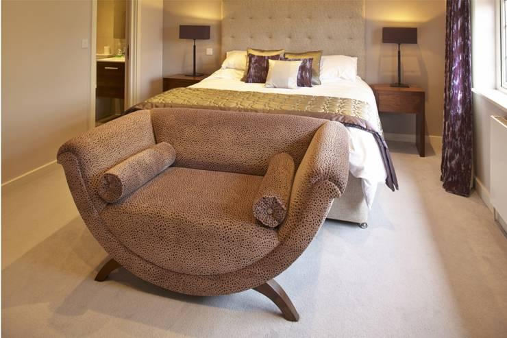 Dormitorios de estilo  de Sara Anton Interiors