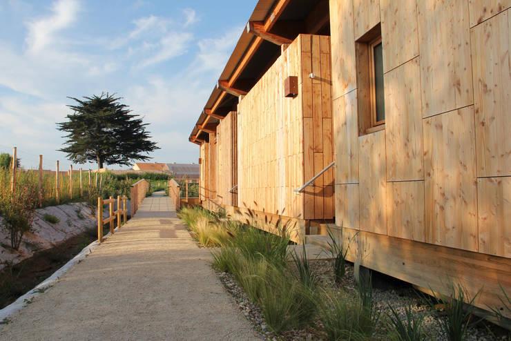 Villas pontons: chemin d'accès: Hôtels de style  par TICA