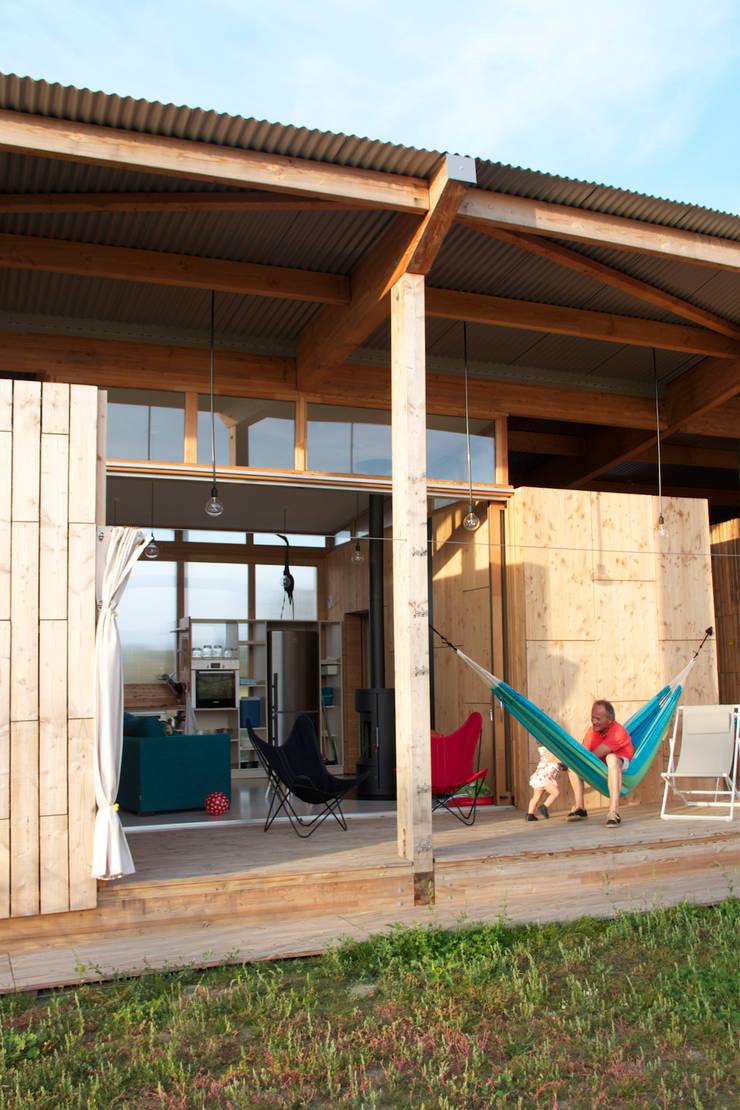 Villas pontons: terrasses privatives: Hôtels de style  par TICA