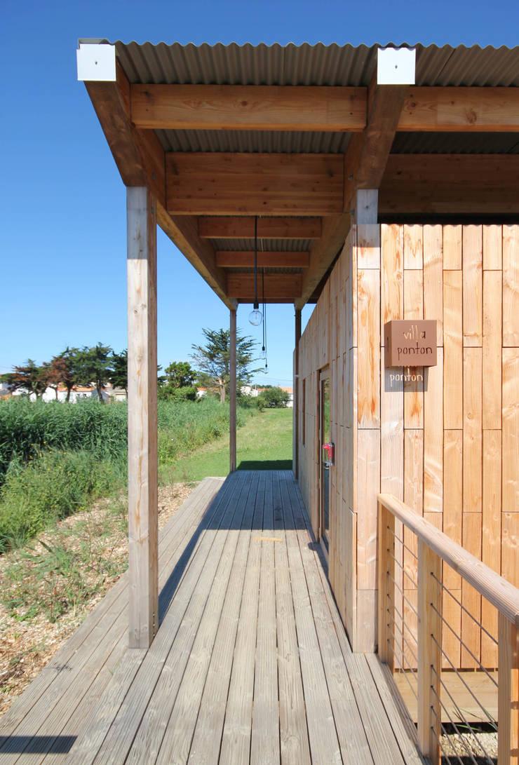 Villa ponton: Hôtels de style  par TICA