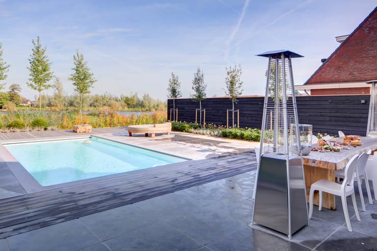 Waterstijl realiseert  Starline polyester zwembad te Alblasserdam:   door Waterstijl Luxe Zwembaden