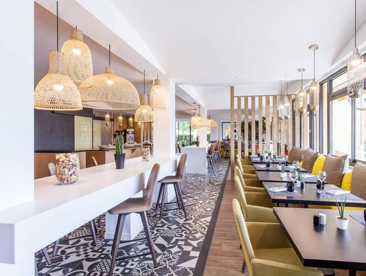 Restaurant La Ferme Aux Vins à Beaune: Hôtels de style  par Agence MOHA