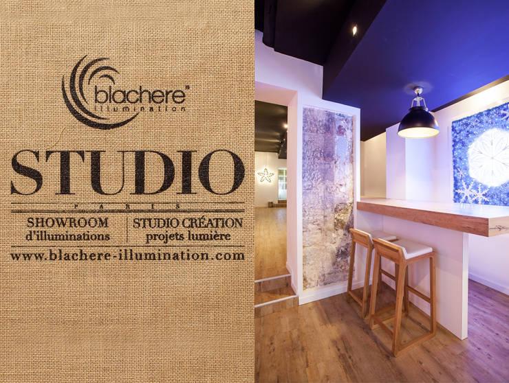 Studio Blachère à Paris 3ème: Espaces commerciaux de style  par Agence MOHA