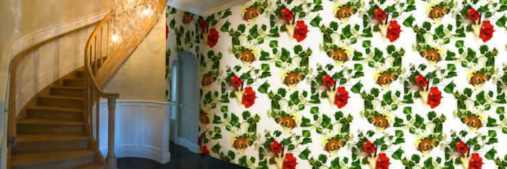 Muurbloem Design Studio_Collection Flowers + Leaves_Ivy & Amaryllis:  Muren & vloeren door Muurbloem Design Studio
