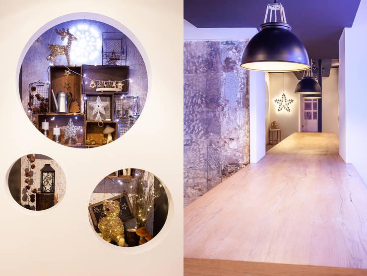 Studio Blachère à Paris 3ème: Hôtels de style  par Agence MOHA