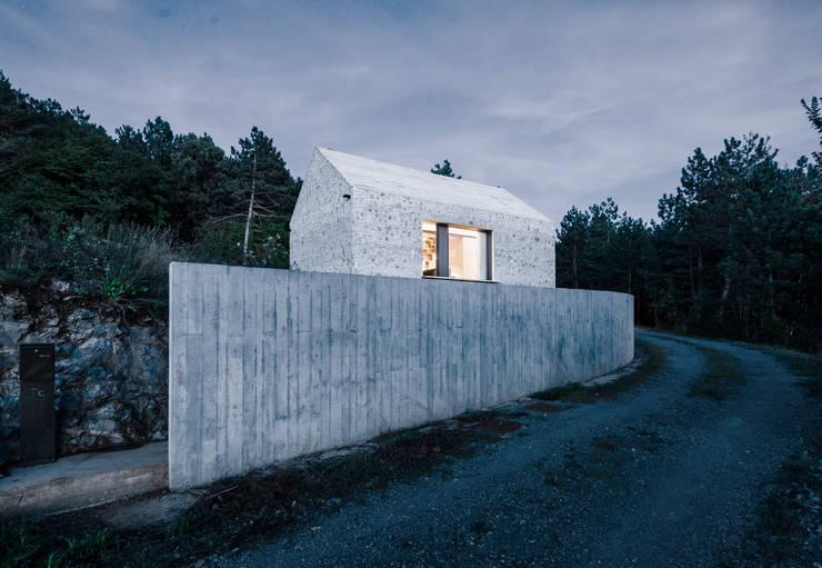 Compact Karst House:  Houses by dekleva gregorič arhitekti