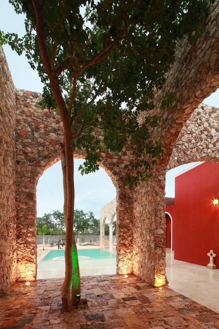 Árbol Chaká: Terrazas de estilo  por Arturo Campos Arquitectos
