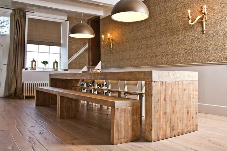 Table Heelgroot private residence:  Eetkamer door VanJoost