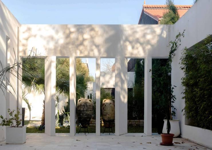 Patio: Giardino in stile  di Ilaria Di Carlo Architect - IDC_studio