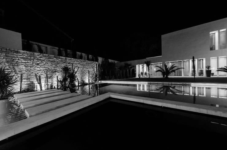 View from the pool: Giardino in stile  di Ilaria Di Carlo Architect - IDC_studio