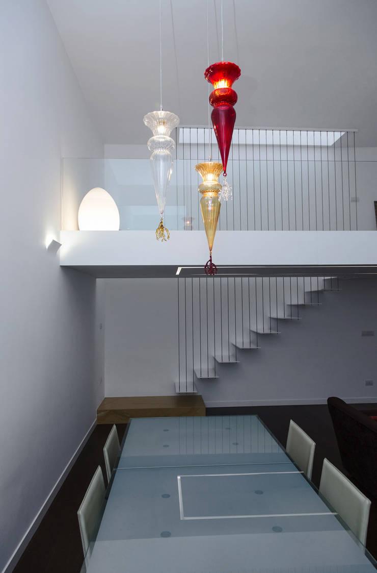 Casa T2A: Soggiorno in stile  di EStudio Architettura, Moderno