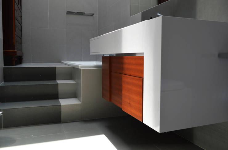 Casa T2A:  in stile  di EStudio Architettura, Moderno