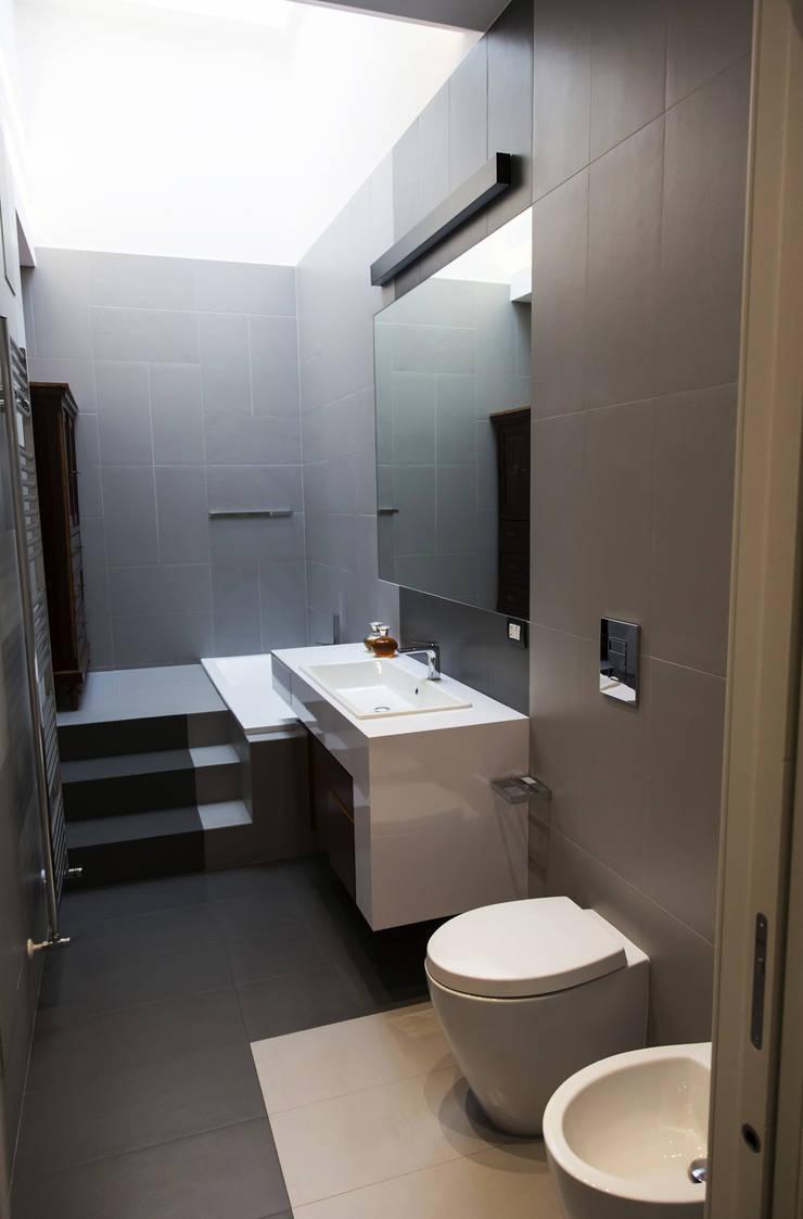 Casa T2A: Bagno in stile  di EStudio Architettura, Moderno
