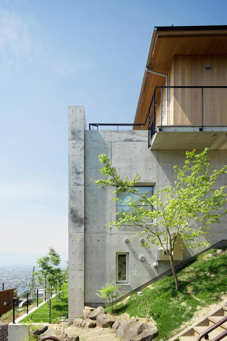 外観~甲府 I さんの家: atelier137 ARCHITECTURAL DESIGN OFFICEが手掛けた家です。,