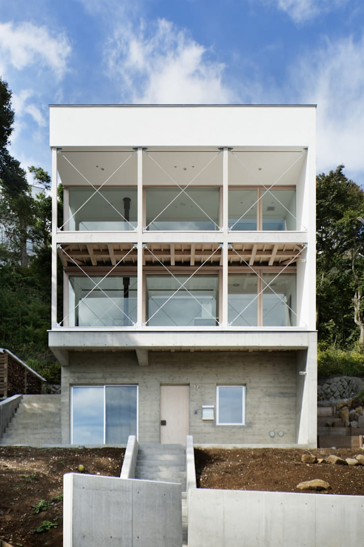 外観~熱海伊豆山Yさんの家: atelier137 ARCHITECTURAL DESIGN OFFICEが手掛けた家です。