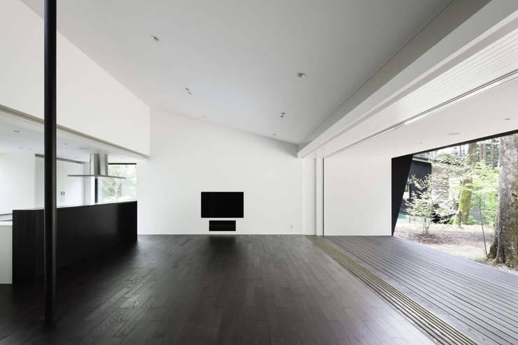 リビングダイニング~軽井沢Cさんの家: atelier137 ARCHITECTURAL DESIGN OFFICEが手掛けたダイニングです。