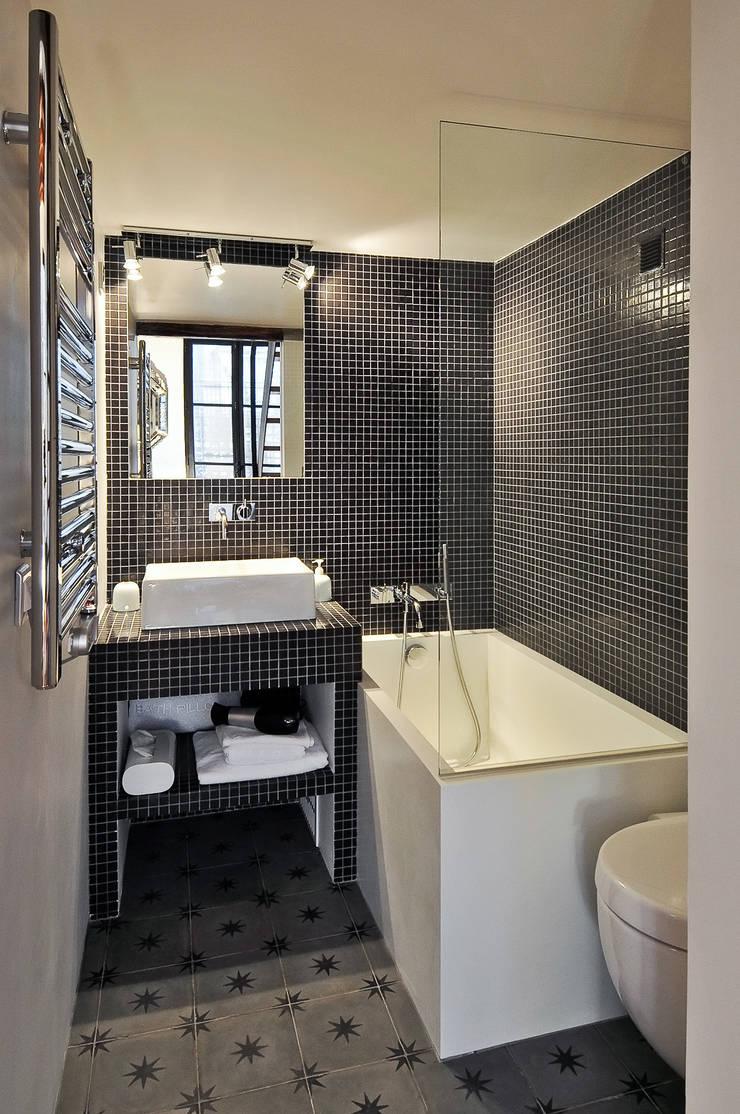 Salle de bain: Salle de bains de style  par Marion Rocher, Moderne