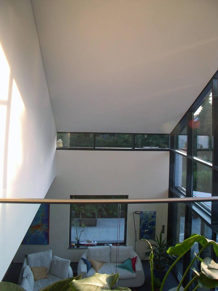 Wohnzimmer:  Wohnzimmer von Architekturbüro Sahle,Modern