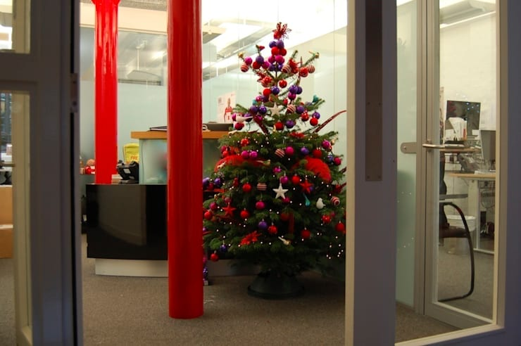 Commercial Christmas Styling:  Office buildings by Bhavin Taylor Design