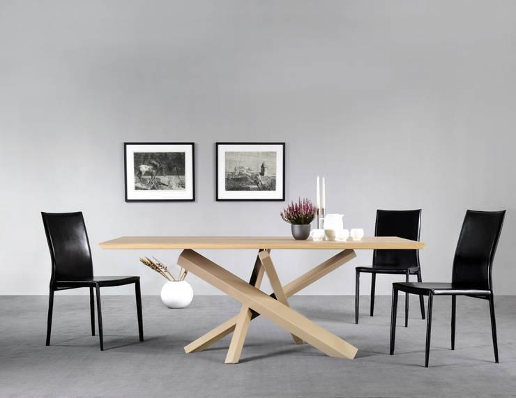 Lestro Wood: Sala da pranzo in stile  di Lestrocasa Firenze