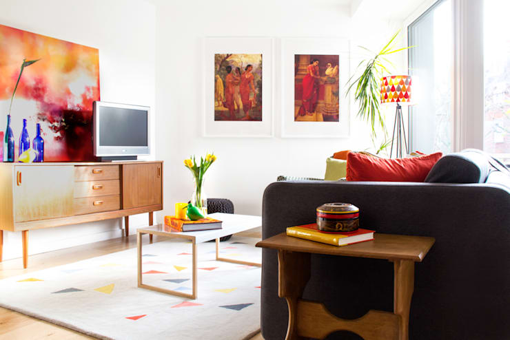 Hampstead Heath Apartment:  Living room by Bhavin Taylor Design