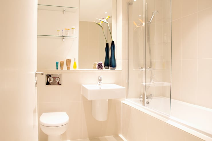 Hampstead Heath Apartment:  Bathroom by Bhavin Taylor Design
