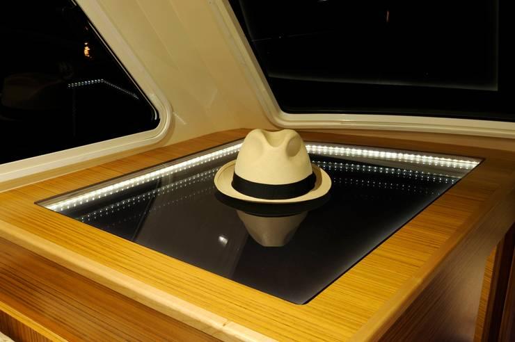 Pitrenta Special: Yacht & Jet in stile  di Studiofuccaro, Moderno