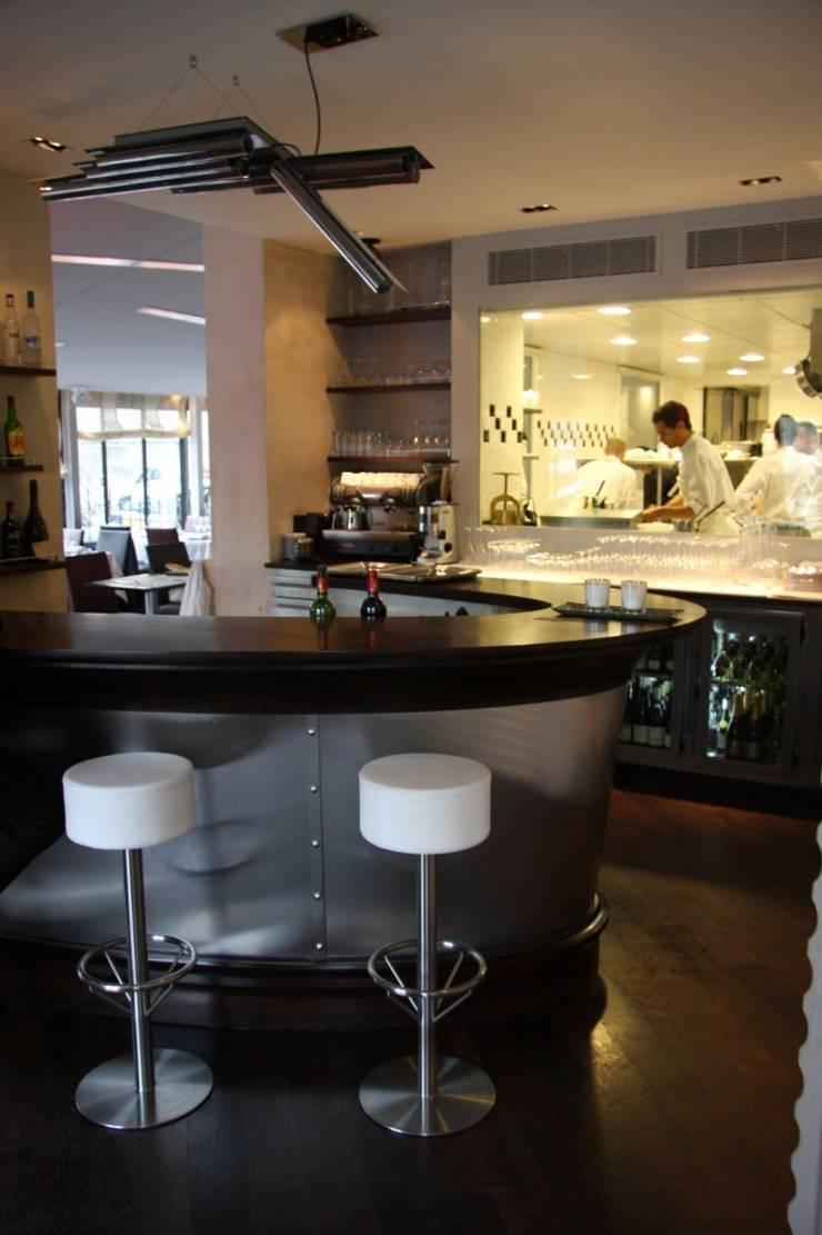 RESTAURANT ANTOINE AVENUE DE NEW YORK PARIS: Restaurants de style  par ATELIER ROMANET ARCHITECTES