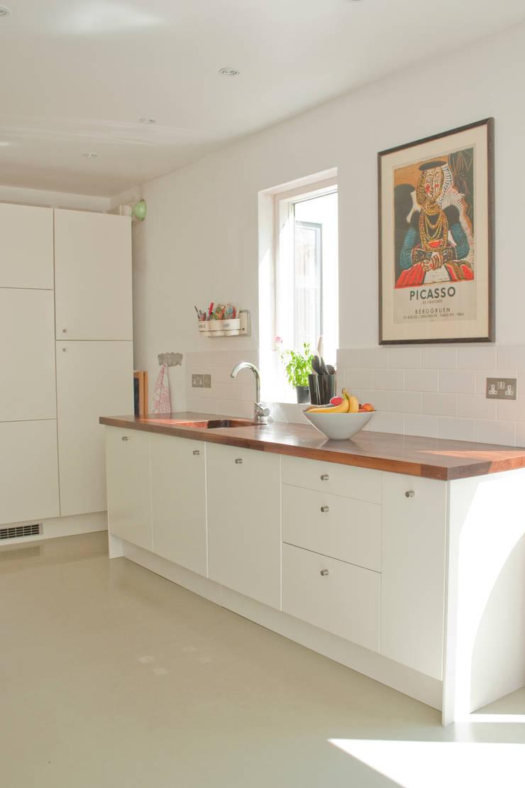 Kitchen units:  Kitchen units by Dittrich Hudson Vasetti Architects