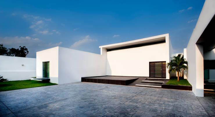 Fachada Principal: Terrazas de estilo  por Arturo Campos Arquitectos