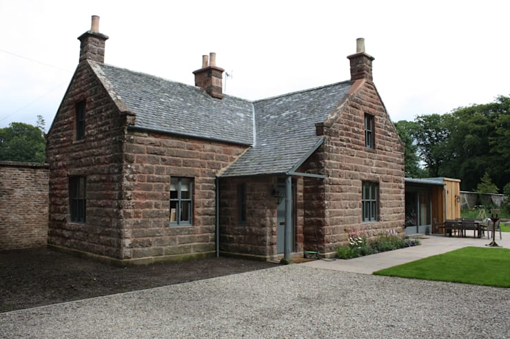 Front Entrance: country Houses by Architects Scotland Ltd