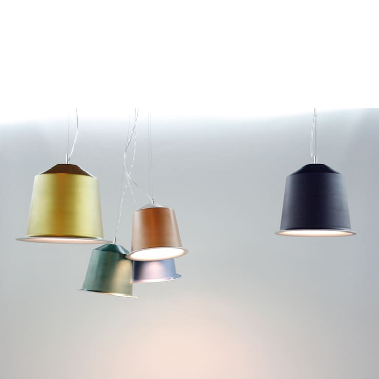 colors light  pendant light: Comedor de estilo  de Be&Bo Furniture Design