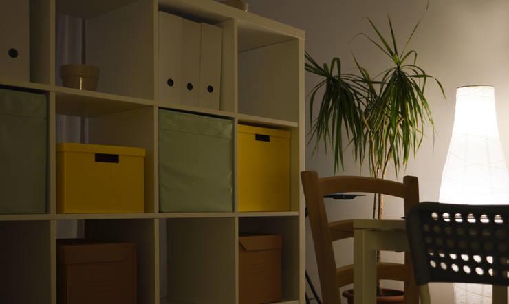 Living: Soggiorno in stile  di Michele Vangelista Architetto