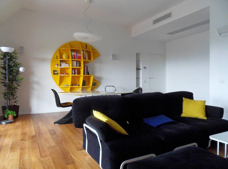 Pranzo: Sala da pranzo in stile  di gk architetti  (Carlo Andrea Gorelli+Keiko Kondo),