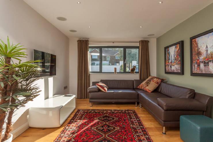 4 Farrar Lane:  Living room by Studio J Architects Ltd