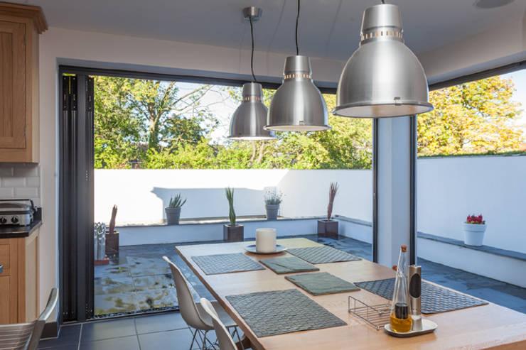 4 Farrar Lane:  Kitchen by Studio J Architects Ltd