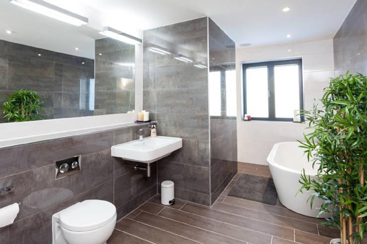 4 Farrar Lane:  Bathroom by Studio J Architects Ltd