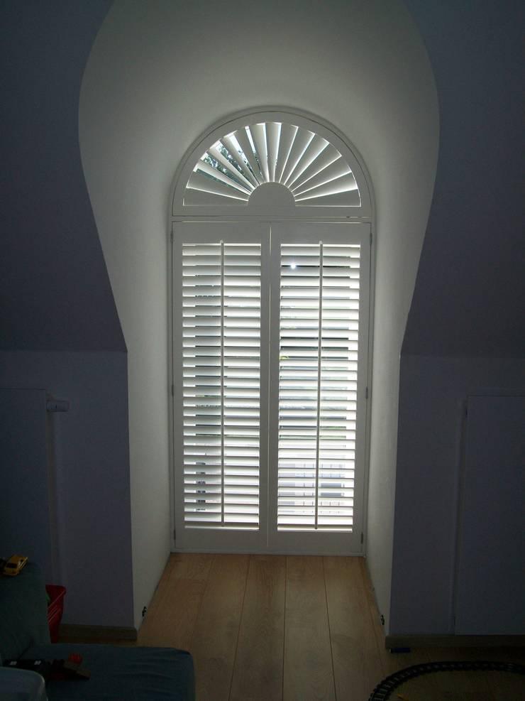 Ronde shutters:  Kinderkamer door Inhuisplaza b.v.