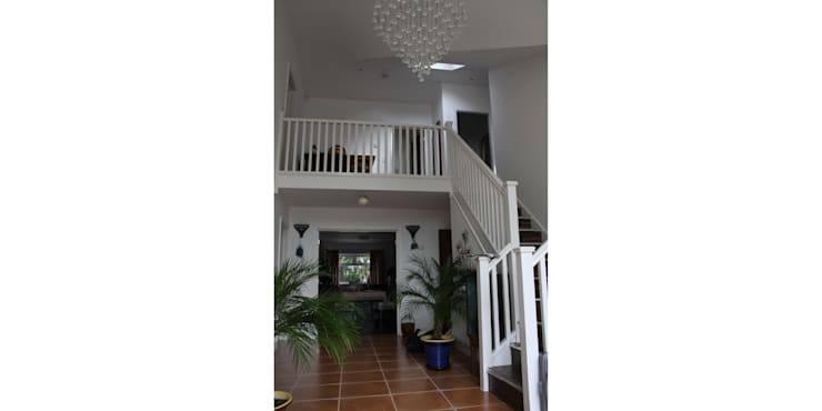 48 Farrar Lane:  Corridor & hallway by Studio J Architects Ltd