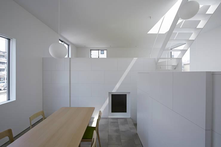 内観-ダイニングからリビング側を見る: アソトシヒロデザインオフィス/Toshihiro ASO Design Officeが手掛けたダイニングです。